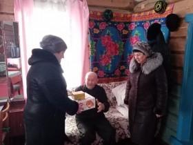 Поздравили ветерана Великой Отечественной войны  Султанова Галихана  Султановича с наступающим Новым Годом
